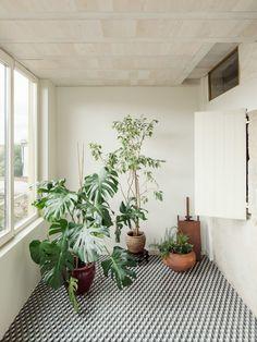 La reforma de una casa 'histórica' que combina el blanco y la piedra #hogarhabitissimo #terraza
