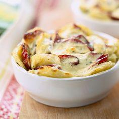 Découvrez la recette Gratin de pommes de terre et jambon fumé sur cuisineactuelle.fr.