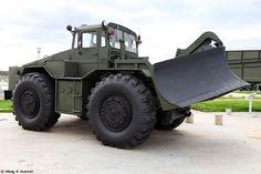 MAZ-538 - Wikipedia Military Engineering, Armored Truck, Ww2 Tanks, Army Vehicles, Military Photos, Military Weapons, Military Equipment, Heavy Equipment, Monster Trucks