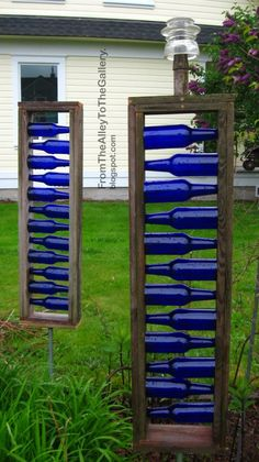 Yard art - Different form of bottle tree. Great blue accents for garden or on backside of garage Blue Bottle, Bottle Art, Diy Bottle, Bottle Crafts, Blue Glass Bottles, Cobalt Glass, Sea Glass, Garden Crafts, Garden Projects