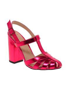 Toques eléctricos: los metálicos se apoderan del outfit veraniego Sandalias de tacón grueso en rosa metálico, ASOS  http://www.glamour.mx/moda/shopping/articulos/tendencia-verano-prendas-metalicas/1539