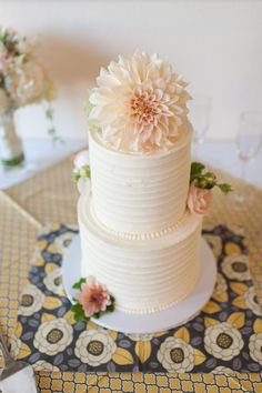 wedding cake ideas http://www.weddingchicks.com/2013/09/17/backyard-style-wedding/