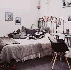 Monochrome cushions