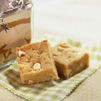 """blond brownies from """"better homes & gardens""""  http://www.bhg.com/recipe/cookies/blond-brownies/"""