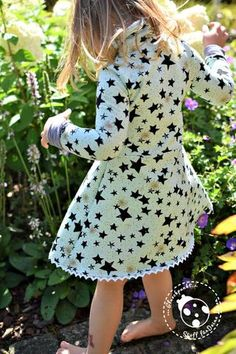 """eBook - """"Lillith Kinder"""" von Zwergnase Design - Kleid/Shirt - Nähen für Kinder - Mädchen - Wickelkleid - Wickeloptik - Sweat """"Drawing Stars"""" - Jersey """"Len"""" - Klöppelspitze """"Eva"""" - Glückpunkt."""