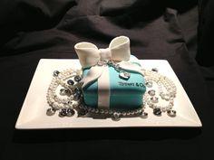 Dazzling Tiffany Heart Bracelet Cake Photo