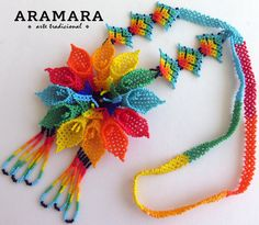 Mexican Huichol Beaded Rainbow Flower Necklace CFG-0047 por Aramara