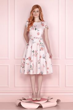 Swans Style is the top online fashion store for women. Shop sexy club dresses, jeans, shoes, bodysuits, skirts and more. Modest Dresses, Modest Outfits, Skirt Outfits, Classy Outfits, Modest Fashion, Pretty Dresses, Dress Skirt, Beautiful Dresses, Casual Dresses