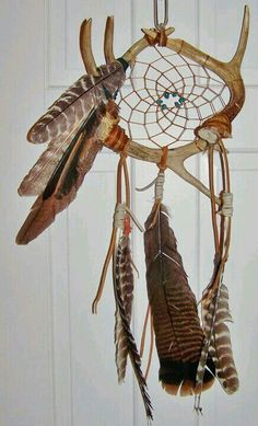Deer antlers dream catcher - my fav! Deer Antler Crafts, Antler Art, Deer Antlers, Native Art, Native American Art, Beautiful Dream Catchers, Medicine Wheel, Nativity Crafts, Sun Catcher
