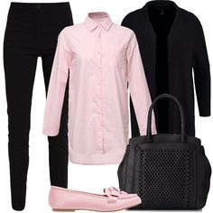 L'outfit è composto da una borsa, un paio di scarpe senza lacci rosa, un paio di pantaloni neri a vita normale, una blusa rosa in cotone e da un cardigan nero.