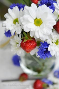 FLOWERS by titti & ingrid - Glad midsommar vänner! All Flowers, White Flowers, Beautiful Flowers, Summer Flowers, Red Cottage, Floral Photography, Red White Blue, Fourth Of July, Memorial Day