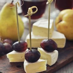 Amuse-bouches coquins de camembert au raisin