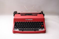 Red Typewriter Lettera 62 from Olivetti designed by Ottantaocchi