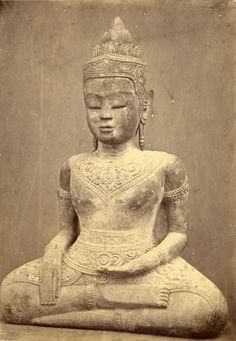 Gsell Phot. CAMBODGE STATUE DE BOIS Une statue de bois sculpté 1875