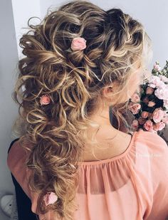 20 Soft and Sweet Wedding Hairstyles for Curly Hair 2019 festa 20 So. 20 Soft and Sweet Wedding Hairstyles for Curly Hair 2019 festa 20 So… 20 Soft and S Wedding Curls, Half Up Wedding Hair, Long Curly Wedding Hair, Wedding Bride, Wedding Reception, Wedding Hairstyles For Long Hair, Easy Hairstyles, Bridal Hairstyles, Hairstyles 2018