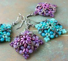 Morrigan earring/pendant pattern. Follow the link in the description: http://www.beadsmith.com/eprojects/PDF/morrigan_en.pdf