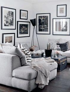 ambiance chaleureuse et cosy dans une sélection de salons douillets avec coussins imprimés, parquet, plaids douillets, murs de cadres et couleurs douces