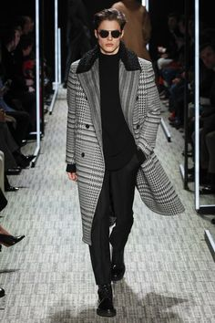 Cerruti 1881 Fall 2017 Menswear Fashion Show - Cerruti 1881 Fall 2017 Menswear Fashion Show See the complete Cerruti 1881 Fall 2017 Menswear collection. Best Mens Fashion, Runway Fashion, Fashion Show, Fashion Trends, Men's Fashion, Fashion Menswear, Fashion Styles, Paris Fashion, Mode Masculine