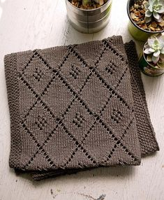 Free knitting pattern for Chocolate Parfait baby blanket with diamond lattice motif #knittingpatternsbaby