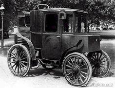 A Columbia Electric car, c1899.<br>Credit: National Motor Museum / HIP / TopFoto
