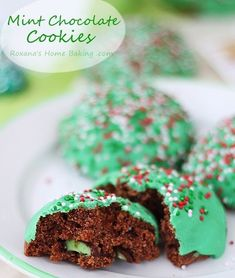These Mint Chocolate Muffin Top Cookies from Roxana's Home Baking is just what you've been looking for to add a bit of a festive spin to your holiday baking. Softer than your average cookie and colorful too, you may need to make an extra batch! Soft Sugar Cookie Dough Recipe, Sugar Cookie Recipe Allrecipes, Soft Almond Cookies, Cookie Recipe Uk, Peanut Butter Cookie Recipe Soft, Soft Gingersnap Cookies, Amaretti Cookie Recipe, Soft Gingerbread Cookie Recipe