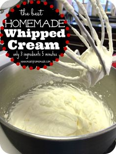 The best Homemade whipped cream recipe ever. Only 3 ingredients and 5 minutes to fresh homemade whipped cream for desserts. This site is full of homemade recipes to make! Easy way to make the best homemade whipped cream. Köstliche Desserts, Delicious Desserts, Dessert Recipes, Yummy Food, Homemade Desserts, Cheesecake Recipes, Pie Recipes, Recipies, Recipes With Whipping Cream
