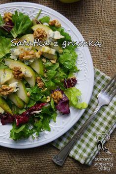 Kulinarne przygody Gatity: Salatka z gruszką, serem pleśniowym i orzechami