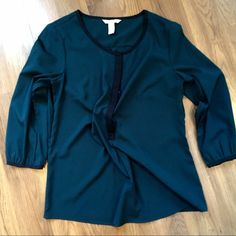 Banana Republic Blouse (medium) Cute blouse with 3/4 sleeve - worn once and in excellent condition! Banana Republic Tops Blouses