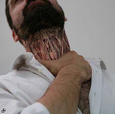 紙で人体の内部を作ったリアルなペーパーアート。写真家のLaurent Champoussinさんの作品。面白いのは肌に描くのではなく、あくまで紙に書いてそれを手で抑えるということ。形状を自在に変化させる紙の特徴をうまく利用している。