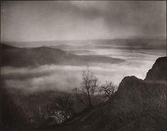 August Sander (1876-1964), Soir dans la Vallée du Rhin; Siebengebirge vu depuis le Westerwald - 1934