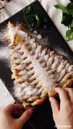Nutella Puff Pastry, My Favorite Food, Favorite Recipes, Baking Recipes, Dessert Recipes, Puff Pastry Recipes, Clay Food, Christmas Cooking, Food Dishes