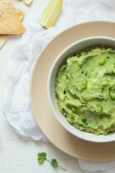 Superfood Guacamole + Superfood Cashew Queso Recipe!    Ingredients:  - 4 large avocados, cubed   -1/2 cup red onion, chopped finely   -1/3 cup raw hemp seeds (hemp hearts) -2 fresh limes, juiced   -1/4 cup cilantro, chopped finely   -1/2 jalapeño, finely chopped + seeds removed   -2 tsp sea salt Healthy Dips, Healthy Recipes, Small Crock Pot, Queso Recipe, Bite Size Food, Hemp Hearts, Mexican Food Recipes, Ethnic Recipes, Recipe Ingredients