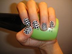 polka dots DIY nail art