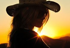 Cowgirl at sunset (TJ Scott, photographer) Cow Girl, Silhouette Photography, Digital Photography, Modeling Photography, Photography Hacks, Photography School, Summer Photography, Country Girls, Country Music