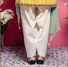 White shakwar Pakistani Fashion Party Wear, Pakistani Dresses Casual, Pakistani Dress Design, Pakistani Frocks, Indian Dresses, Stylish Dresses For Girls, Stylish Dress Designs, Simple Dresses, Salwar Designs