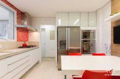 Cozinha / Luni Arquitetura #red #kitchen