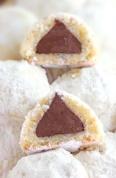 Whip up one of these best Valentine's Day cookies for your sweetheart right here. We've got tons of easy cookie recipes for Valentine's Day, including red velvet sugar cookies, vanilla shortbread hearts, and more. Valentines Day Cookies, Xmas Cookies, Yummy Cookies, Shortbread Cookies, Hershey Kiss Cookies, Chocolate Kiss Cookies, Hershey Kisses Chocolate, Chocolate Chocolate, Kiss Cookie Recipe