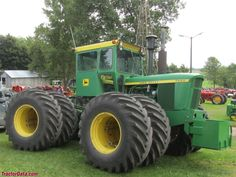 John Deere 7520 Jd Tractors, John Deere Tractors, John Deere Equipment, Vintage Farm, Rubber Tires, Old School, Farming, Big, Holland