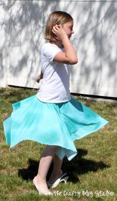 Fun Summer Skirt Tutorial - No pattern needed and great for spinning! @thecraftyblogstalker