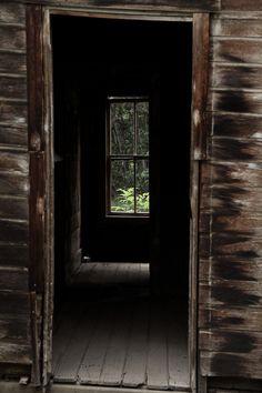 twelvedecibelstatic:    Back door of a homestead at Ironton.