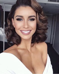 Model Ellie Gonsalves, unveils her daily makeup routine - I started . - Model Ellie Gonsalves, unveils her daily makeup routine – I started with a wet face. I wash m - Prom Hairstyles For Short Hair, Indian Hairstyles, Retro Hairstyles, Curls For Short Hair, Medium Wedding Hair, Wedding Hair For Short Hair, Redhead Hairstyles, Bob Wedding Hairstyles, Bridesmaids Hairstyles