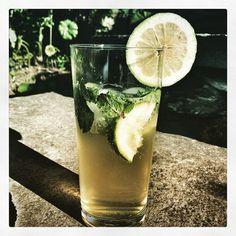 Via Instagram Kim Crawford, Drink Summer, Cocktails Vin, Sauvignon, Pint Glass, Beer, Voici, Instagram, Tableware