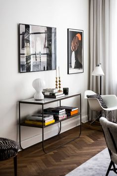 At Home Stuff Decorated living room console table. Simple metal frame and meaningful decor. My Living Room, Living Room Decor, Living Spaces, Design Salon, Deco Design, Room Interior, Interior Design Living Room, Modern Shelving, Shelving Ideas