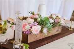 AB en Amanda se troue | Mooi Troues Amanda, Wedding Flowers, Table Settings, Abs, Table Decorations, Home Decor, Crunches, Decoration Home, Room Decor