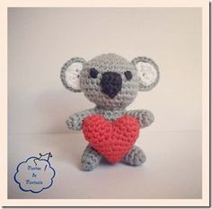 Patron Koala amigurumi. Realiza un bonito koala a ganchillo, ideal para llaveros. Materiales necesarios para realizarlo disponible en mi tienda online......