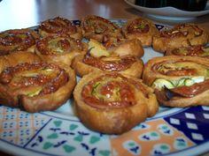 Pizzasnegle kan alle aldre lide at spise. Bag pizzasnegle til madpakken, til festen eller bare som en snack. Kan fryses ned!