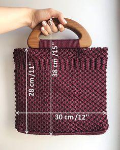 Wooden Handle Bag, Wooden Handles, Macrame Art, Macrame Knots, Basket Bag, Macrame Patterns, Crochet Purses, Crochet Motif, Handmade Bags