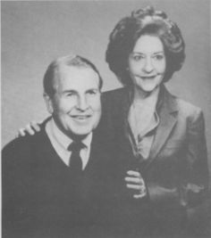 $100,000 Double Murder Reward - It's been over two-decades (1-28-89) since the murders of a wealthy Northwest Florida couple made national headlines.    The 1989 fatal shootings of Robert and Kathryn McRae remains a mystery.    The McRae's were tied-up and shot execution-style inside their Graceville mansion.
