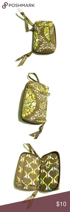 Vera Bradley Wristlet Product in great condition. This can fit the a regular size smart phone. Don't forget to bundle for savings on shipment! Vera Bradley Bags Clutches & Wristlets
