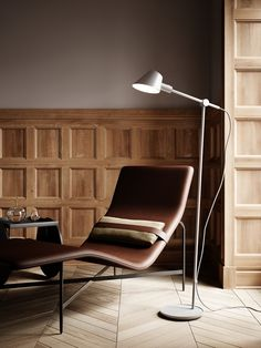 Stay floor lamp is ideal as a reading lamp next to the sofa or your favorite chair, as the arm and head of the lamp can be adjusted according to your wishes and needs. Likewise, the silky matte black metal contributes beautifully to a modern and minimalistic expression. #Living Room #Interior Design #Inspiration #Décor Ideas #Nordic #Danish Design #Scandinavian #Modern #Minimalist #Cozy #Floor Lamp #Lighting Swing Arm Floor Lamp, Living Room Interior, Modern Lighting, Scandinavian Style, Barcelona Chair, Flooring, Furniture, Home Decor, Décor Ideas
